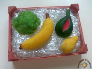 Cassettina con frutta martorana. si regala ai bambini per la festa dei morti a Palermo